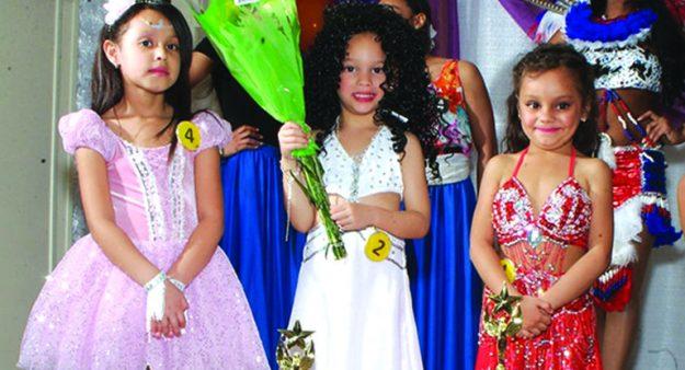 ➥➥ Categoría Chiquitas. De izquierda a derecha: tercer lugar Joceliz Rodríguez; segundo lugar Laysha Rivas; primer lugar Anabel Peña.