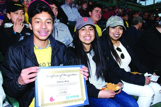 ➥➥ Andrew Sosa from the Lafayette School in Everett proudly shows his recognition together with his family after being honored in front of thousands fans during the first Latino Youth Recognition Day.