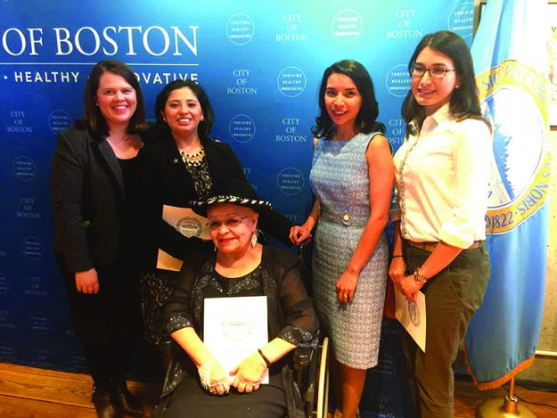 """➥➥ Mujeres extraordinarias. De izquierda a derecha: Megan Costello, Meriel Marmanillo, Reinelda """"Chikie"""" Rivera, Priscilla González Rojas y Catalina Ocampo."""