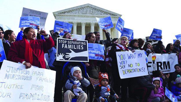 ➥➥Protestas en las afueras de la Corte Suprema.