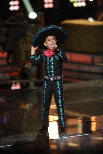 """Jossue Girón cantó """"Ay Chavela"""" en la primera gala de la competencia. Foto: Telemundo."""