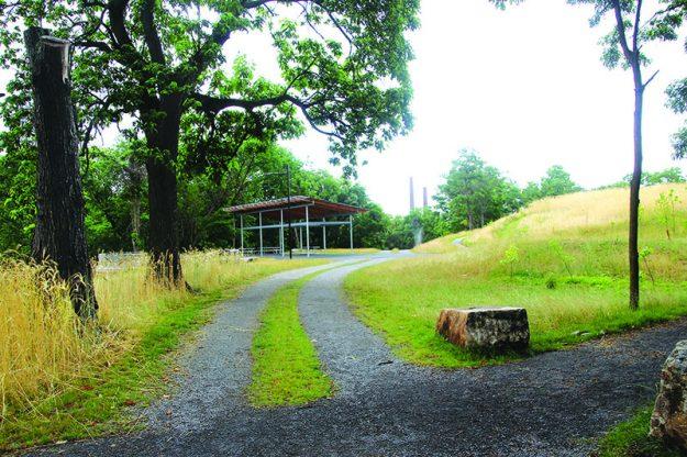 ➥➥El parque Ferrous cuenta con muchos caminos para pasear o hacer ejercicio. Foto: Yadira Betances.