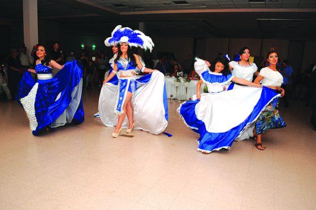➥➥Presentación artística por parte de las concursantes a la corona Señorita El Salvador Nueva Inglaterra 2016.