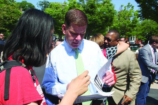 ➥➥ Alcalde Martin J. Walsh se dirigió a la comunidad residente en Jamaica Plain.