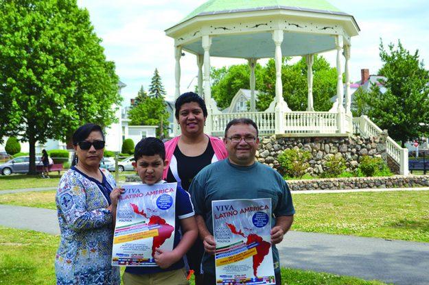 ➥➥ Voluntarios del Primer Encuentro de Inmigrantes ayudan a pasar la voz sobre el evento.