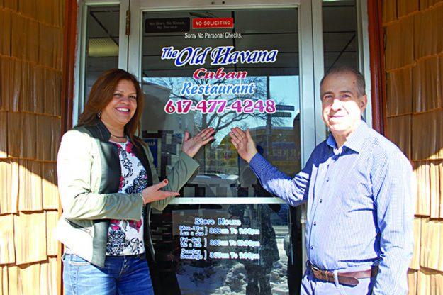 ➥➥Orgullosos dueños. Wendy Tejada y Sexto López, propietarios de Old Havana Restaurant.