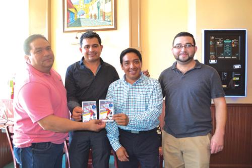 ➥➥ Comerciantes apoyan: Erasmo Guevara, dueño de Lupita Restaurant, Saúl Ortez de Pollo Royal, Juan González, fundador de American Latino Committee y William Sánchez, propietario de Casa Antigua Restaurant.