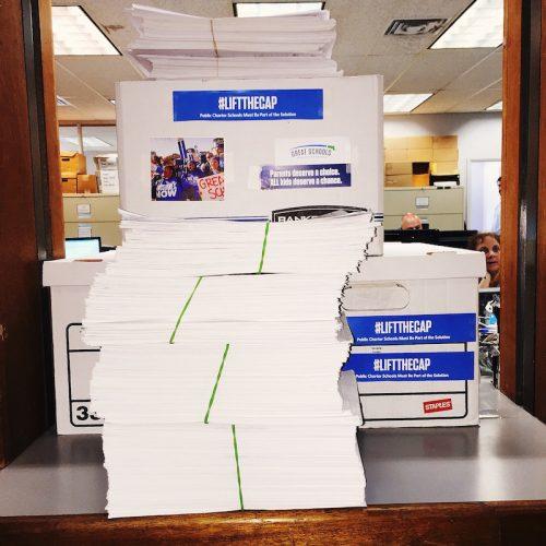 Great Schools Massachusetts recaudó casi el doble de las firmas requeridas.