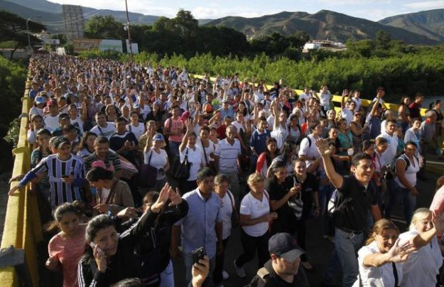 Se espera que cerca de 40.000 venezolanos crucen la frontera. Foto: EFE