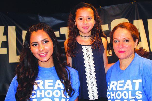 ➥➥ Nelselly Alsina quien se graduó de Lawrence Family Development Charter School, posa con su Hermana Melissa Alsina, estudiante de quinto grado en la escuela y su madre Gleidis durante la campaña pro escuelas Charter en Lawrence.
