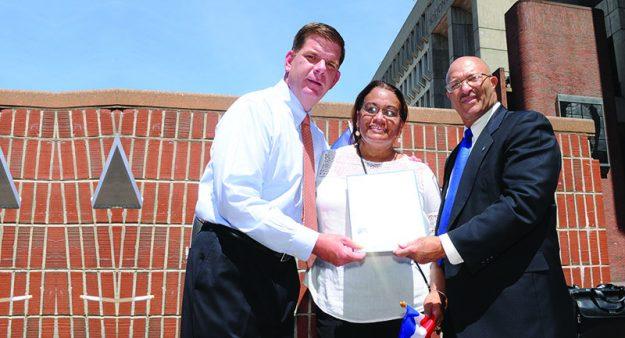 ➥➥ El padrino del Festival Dominicano Juan Chavez junto su esposa Ana Chavez y el alcalde Walsh.