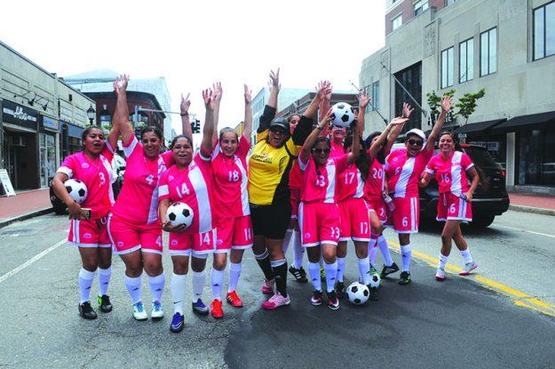 ➥➥ Liga de Soccer de Mujeres de Waltham.