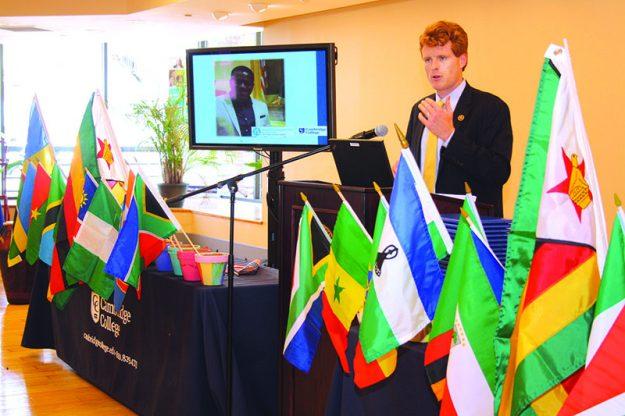 ➥➥ El congresista Joseph Kennedy III habló a los graduados del Mandela Washington Fellowship program.