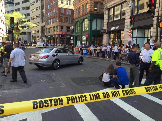 El accidente ocurrió el jueves al medio día. Foto: Boston Herald.