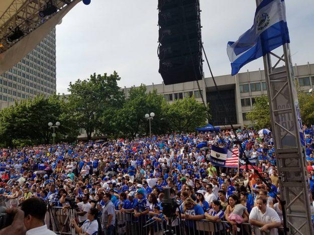 Miles de asistentes al Carnaval Salvadoreño 2016 de Boston.