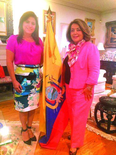 ➥➥ Ana María Suarez de Zambrano junto a la cónsul de Ecuador, Beatriz Stein.