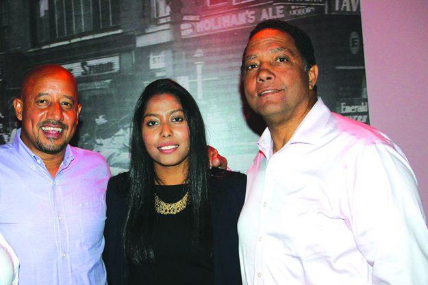 ➥➥ Los Concejales de Lawrence Brian DePeña a la izquierda y Modesto Maldonado asistieron a celebrar con Juana Matias.