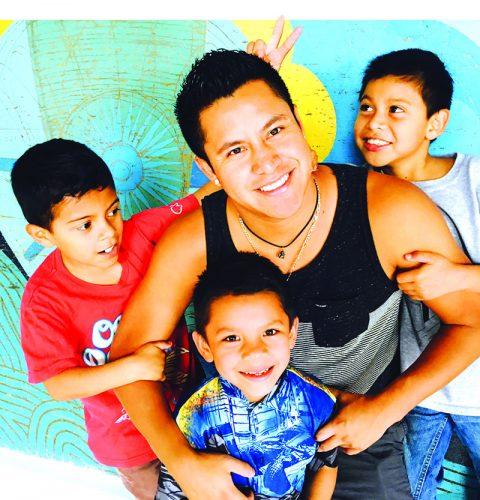 ➥➥ Alexander Kal-el Chisholm Guibault, quiere ayudar a los niños de la calle en Guatemala.