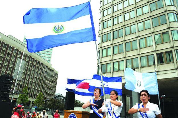 ➥➥ Durante la celebración de la independencia Centroamericana se cantó el himno nacional de cada país y se izó su respectiva bandera.