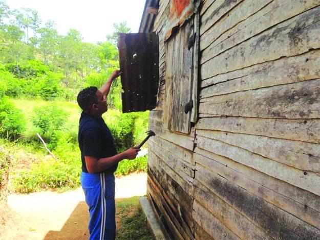 ➥➥ Paradas solidarias en la comunidad. Un grupo de personas se dedicaron a reparar las viviendas de los habitantes de algunas zonas de Haití y la República Dominicana.