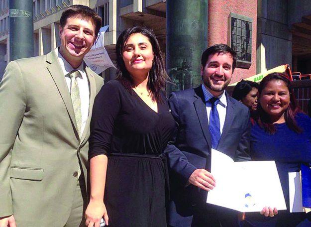 ➥➥ El Representante estatal Adrián Madaro, Ana Alonso del Consulado, el abogado Julio Henriquez reconocido por la Ciudad por su apoyo a la comunidad y la vicecónsul Erika Arevalo.