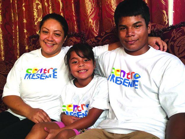 ➥➥ Laura Molina con tan solo 8 años de edad tiene una orden de deportación y pide junto con su familia que no los deporten.