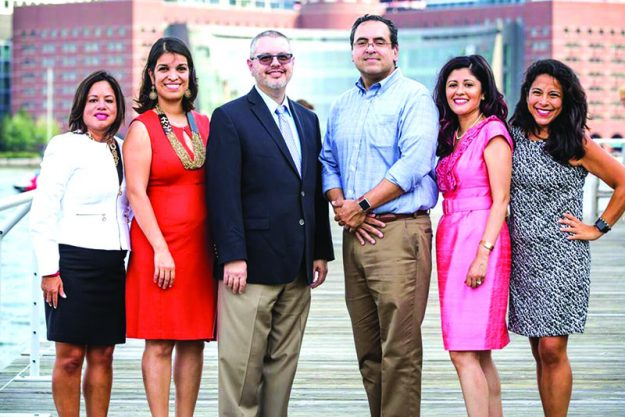 En la foto de izquierda a derecha: Marcela Aldaz, Director of Diversity and Inclusion, Partners HealthCare; Carmen Arce-Bowen, AVP of Recruitment & Executive Convenings at The Partnership, Inc.; Mark Brimhall-Vargas, Chief Diversity Officer, Tufts University; John Armendariz, Vice Provost of Institutional Diversity & Inclusion, Northeastern University; Evelyn Barahona, Vice President of Membership, Greater Boston Chamber of Commerce y Karina Arnaez, Diversity Program Manager, PAREXEL.