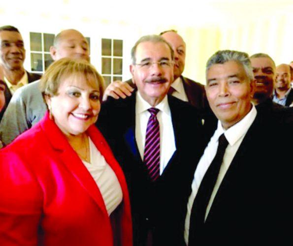 ➥➥ Presidente dominicano Danilo Medina con dirigentes del PLD en Boston, Ana Gratereaux y Francisco Lizardo.