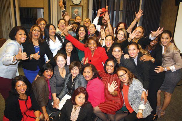 Las participantes de Runway for Mom, así como sus show en Runway for Mom organizadores, recibieron el pasado 19 de octubre una proclama por parte del Concejo de la ciudad de Boston por su participación y generosidad con el evento.
