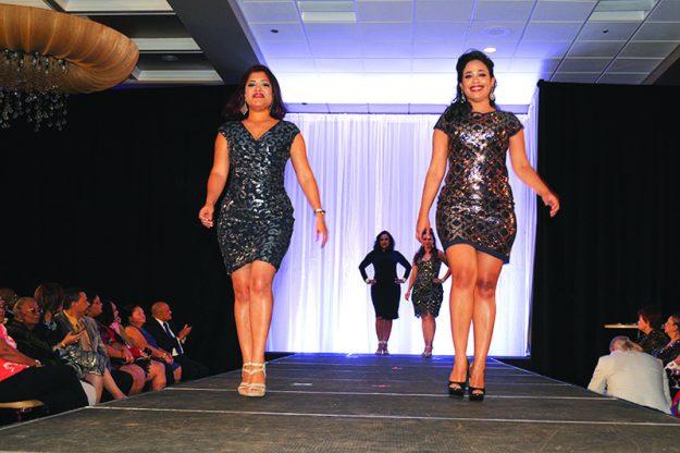 ➥➥ Distinguidas madres de la comunidad desfilaron en un original fashion show el pasado domingo 23 de octubre, en Lombardo's de Randolph.