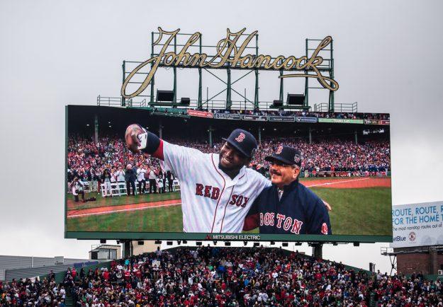 """El """"Big Papi"""" se tomó un selfie con el presidente de la República Dominicana, Danilo Medina. Foto: Alex Zelaya - El Mundo Boston."""