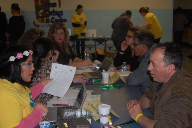 Christy T. Rodríguez, Coordinadora de Latinos Health Insurance Program, brinda asistencia a los latinos para que cuenten con un seguro médico