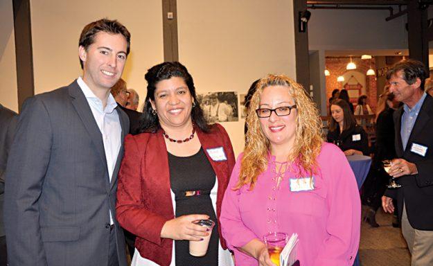 ➥➥ El Representante Estatal Brendan Craighton, La Consejera de Educación y Carrera Michelle Guzman y la estudiante de ABE, 3er Nivel, Frances Rodríguez