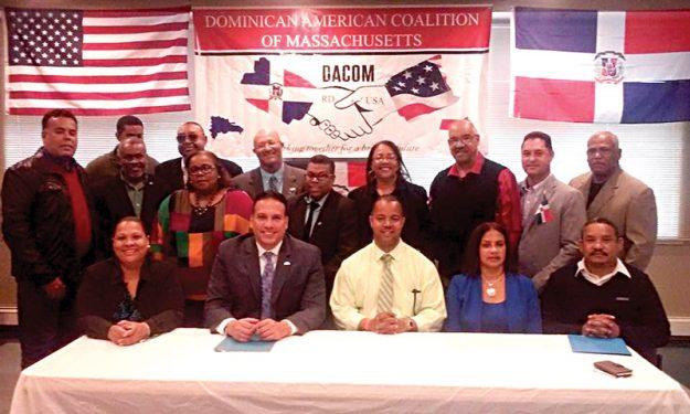 ➥➥ Integrantes de la Coalición dominicana de Massachusetts se movilizan para ayudar a familias damnificadas por inundaciones en su país.