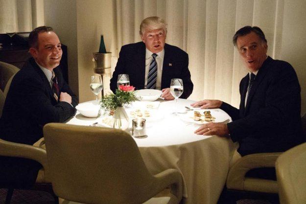 El presidente electo Donald Trump, cenó junto a Mitt Romney y Reince Priebus el martes en Nueva York. Foto: AP.